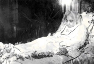 Luisa-on-her-death-bed